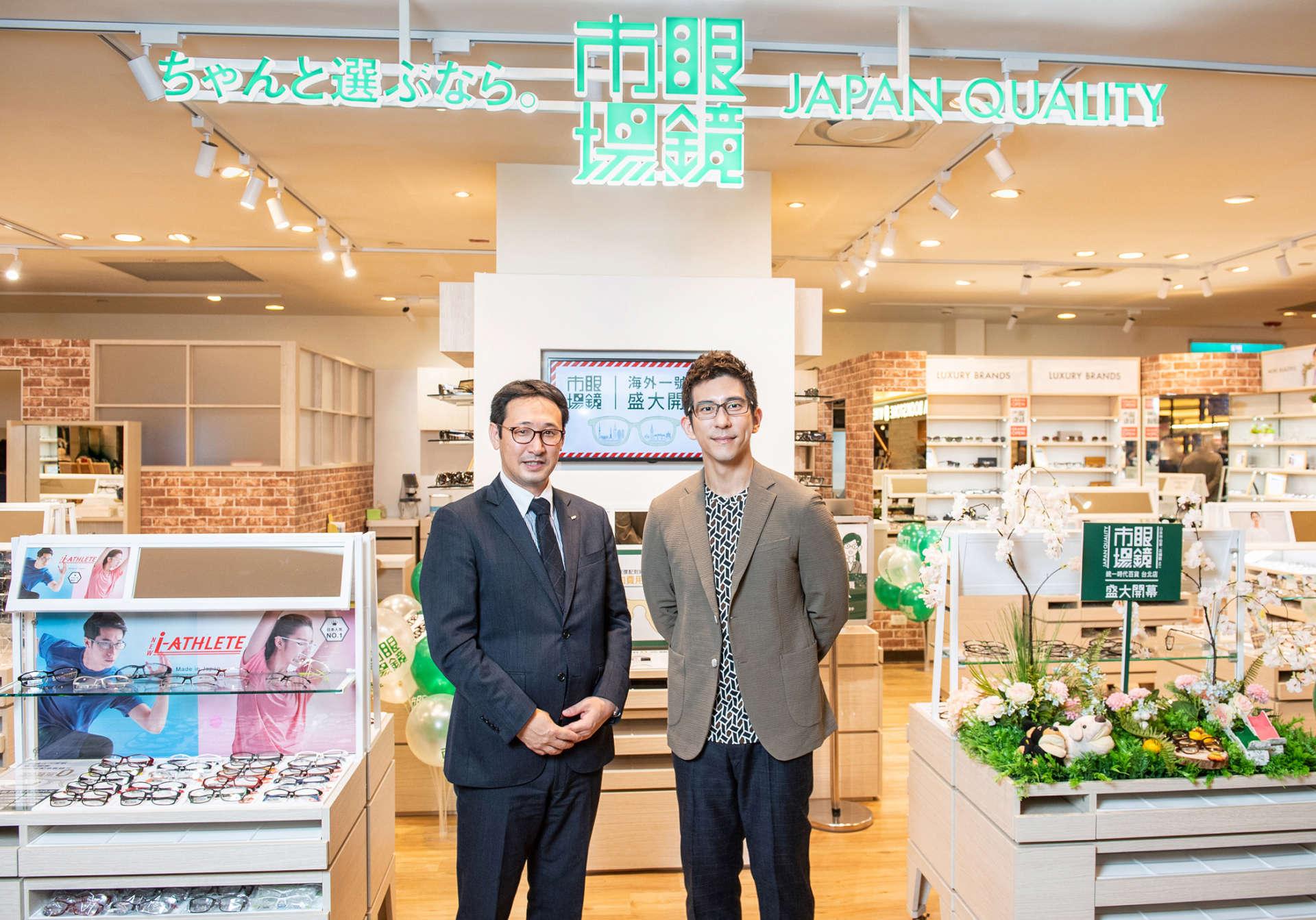 海外一號店盛大開幕_(右起) 台灣頂點眼鏡市場 田川肇 總經理、嘉賓 修杰楷合影
