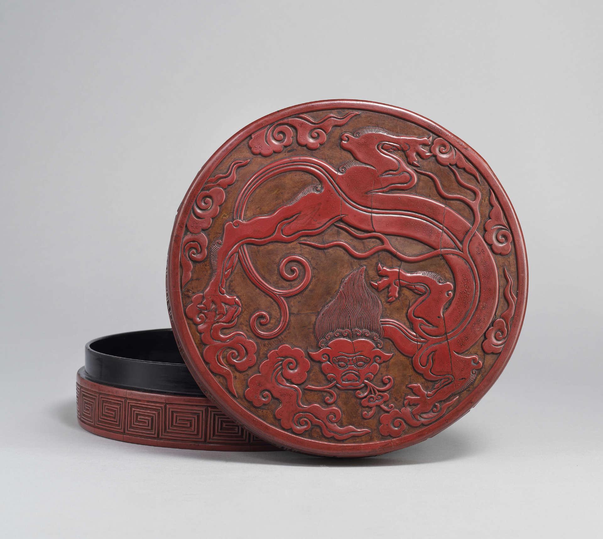 元 剔紅螭龍銜靈芝紋蓋盒