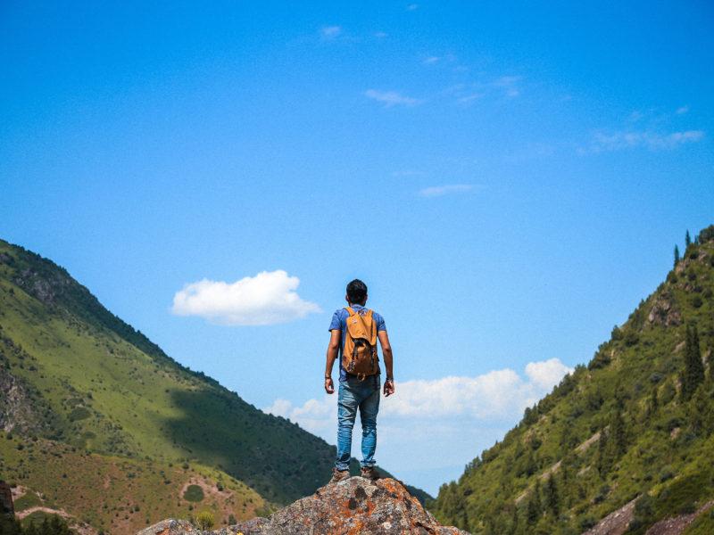 骨科權威陳威明這樣說:「 忙,但是不要忘記對山的響往。」